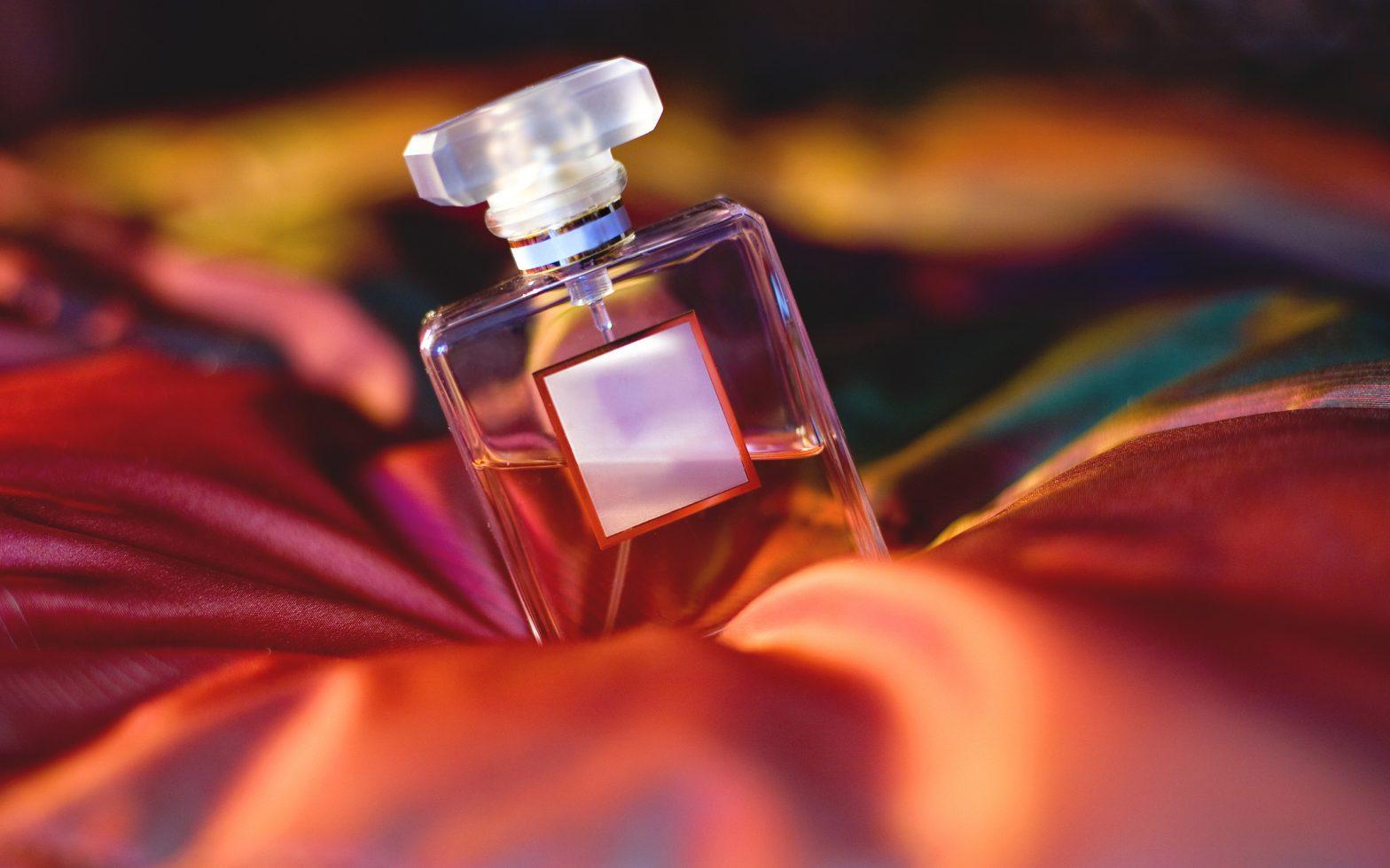 fungsi fiksatif pada parfum